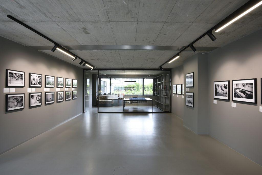 f³ – freiraum für fotografiepräsentiert fünf bis sechs Ausstellungen internationaler Autorinnen- und Autorenfotografie pro Jahr.Darüber hinaus finden regelmäßig Gespräche mit Fotografinnen und Fotografen, Diskussionsveranstaltungen und Workshops statt. f³ – freiraum für fotografie, Waldemarstr. 17, 10179 Berlin Mi – So 13 – 19 Uhr www.fhochdrei.org